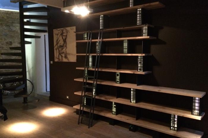 Bibliothèque originale en chêne massif et supports en acier JPBriand