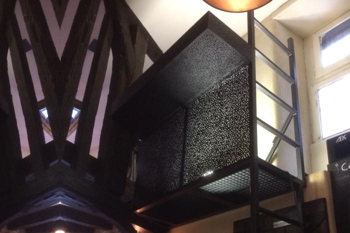 Balcon sur-mesure en acier DJ Bar LE PONEY CLUB JPBriand