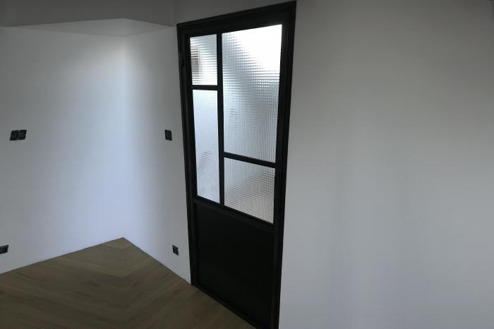 Porte-verrière sur-mesure pour salle de bain vitrage opaque JPBriand