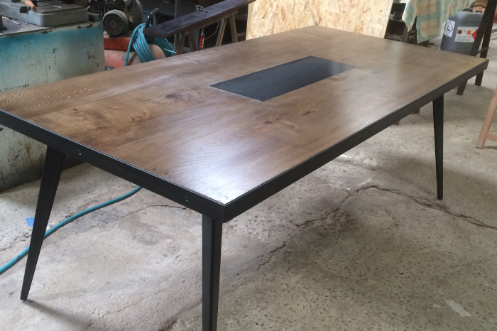 Table sur-mesure Chêne huilé et Acier JPBriand avec pose-plat intégré