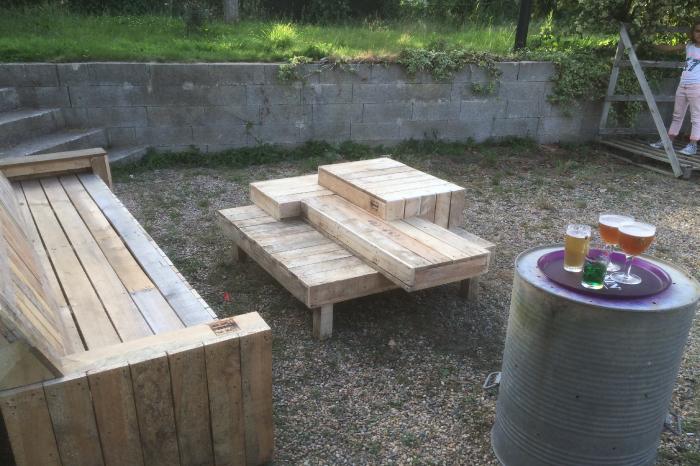 Table basse originale et banc en bois pour extérieur JPBriand