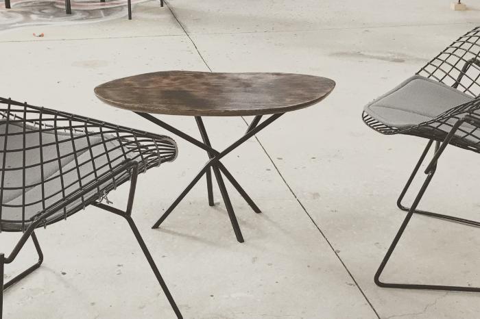 Table basse originale organique en Chêne brûlé et Acier JPBriand